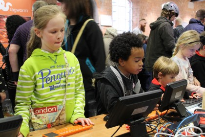 Kids trying Raspberry Pi
